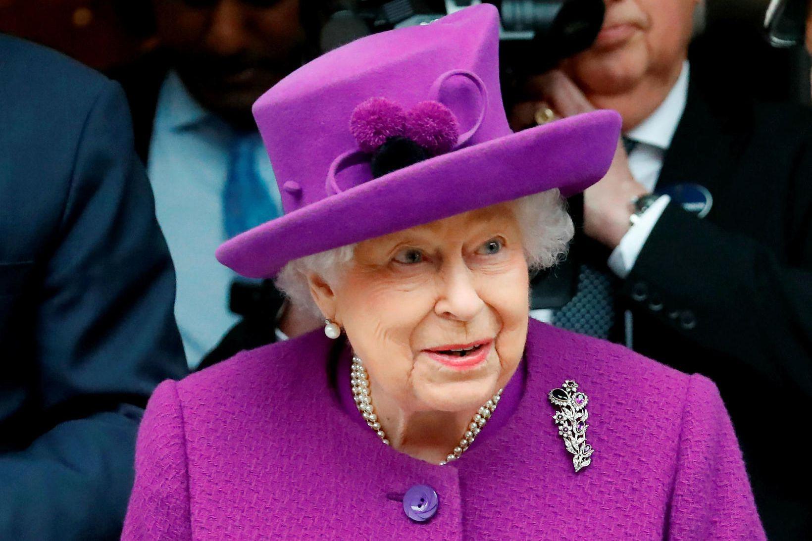 Elísabet Englandsdrottning dvelur nú í Windsor kastala.