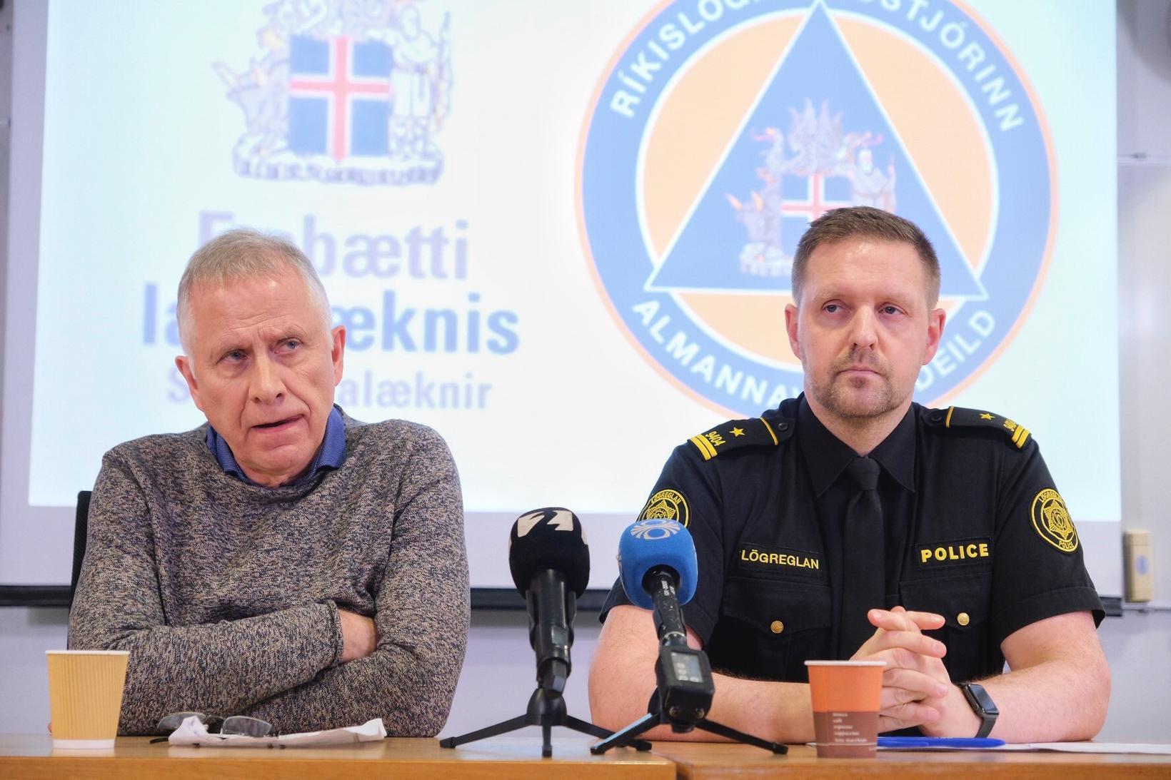 Þórólfur Guðnason sóttvarnalæknir og Rögnvaldur Ólafsson, verkefnastjóri almannavarna, á blaðamannafundi …