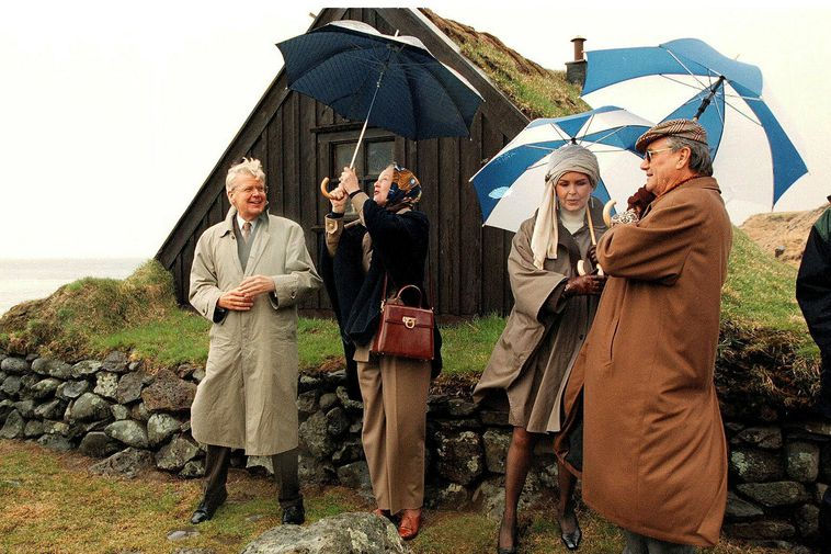 Ólafur and Guðrún entertaining the Queen and Prince Consort of Denmark in 1998.