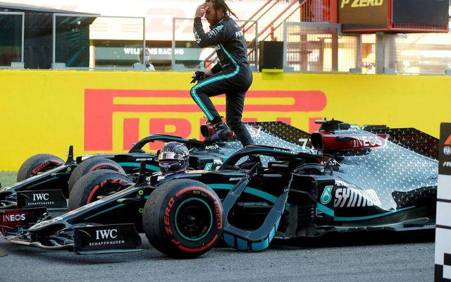 Lewis Hamilton fagnar sigrinum í Mugello í dag.