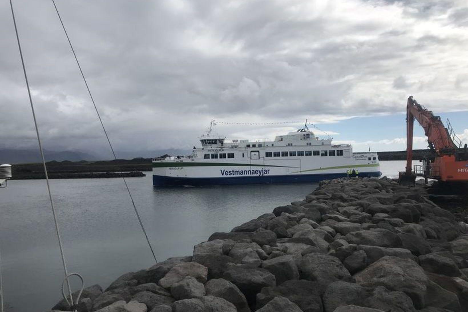 Herjólfur fór í jómfrúarferðina í Landeyjahöfn í síðustu viku.