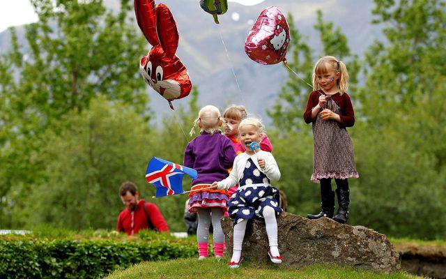Börn fagna þjóðhátíðardreginum í Skallagrímsgarði á þessari mynd úr safni. Kórónuveiran gæti leitt til að …
