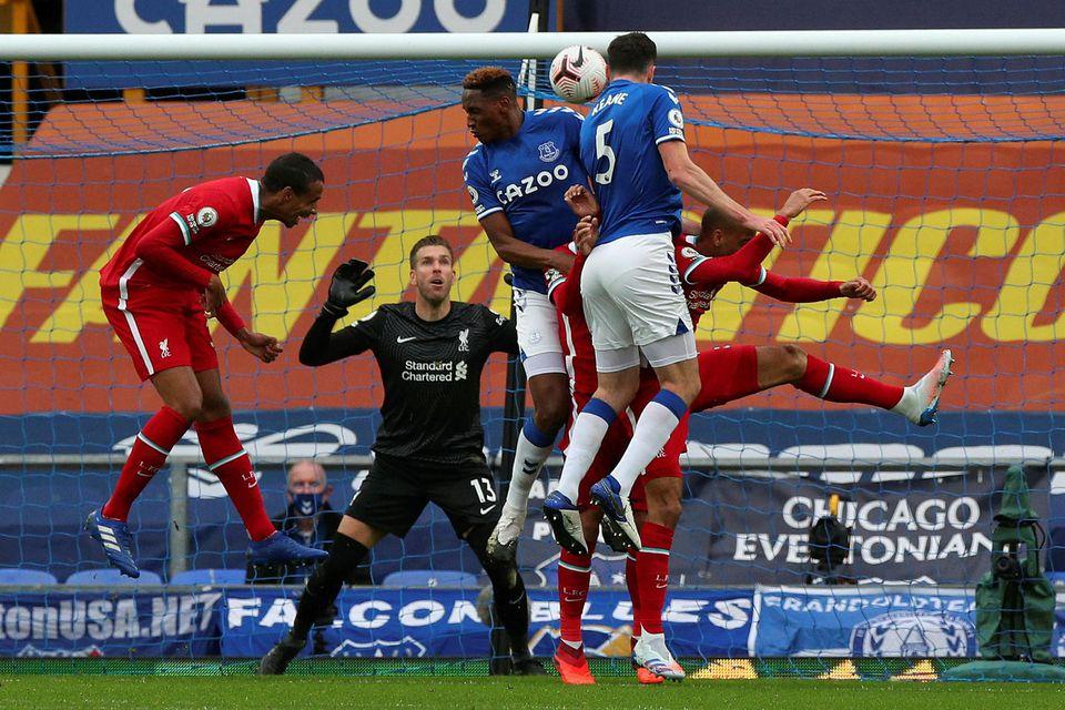 Michael Keane jafnar metin fyrir Everton.