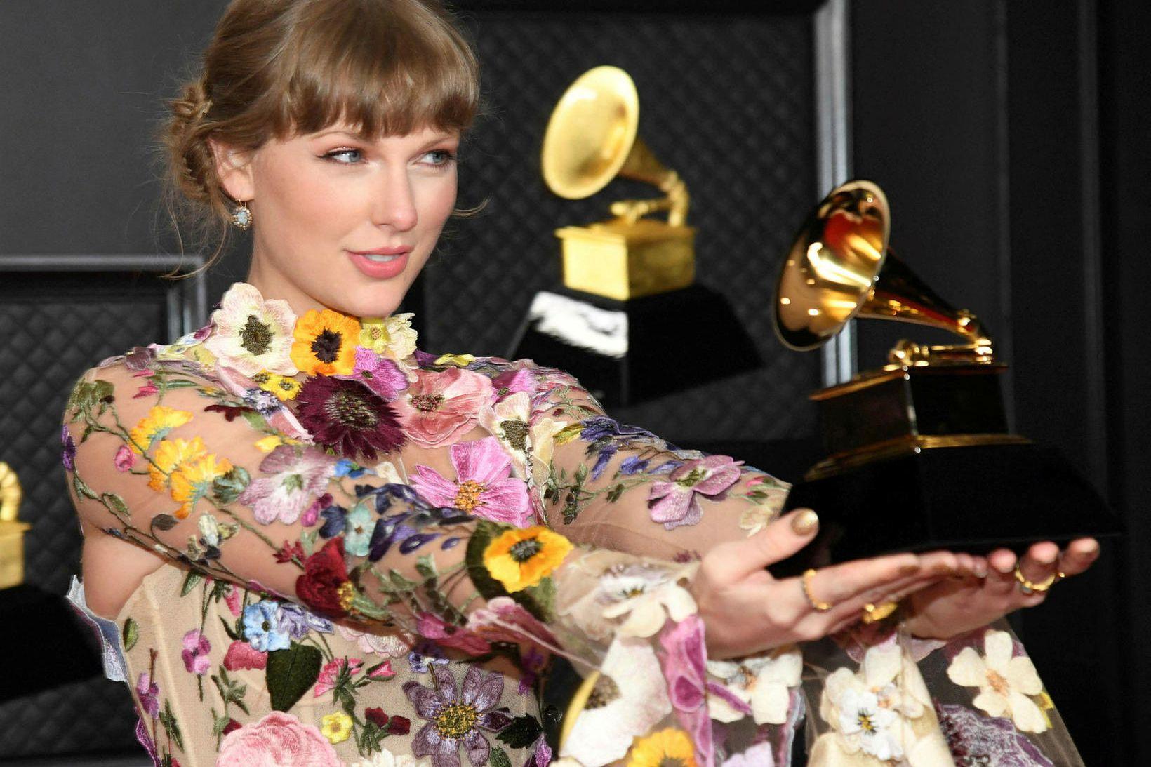 Taylor Swift er á mála hjá Universal Music.