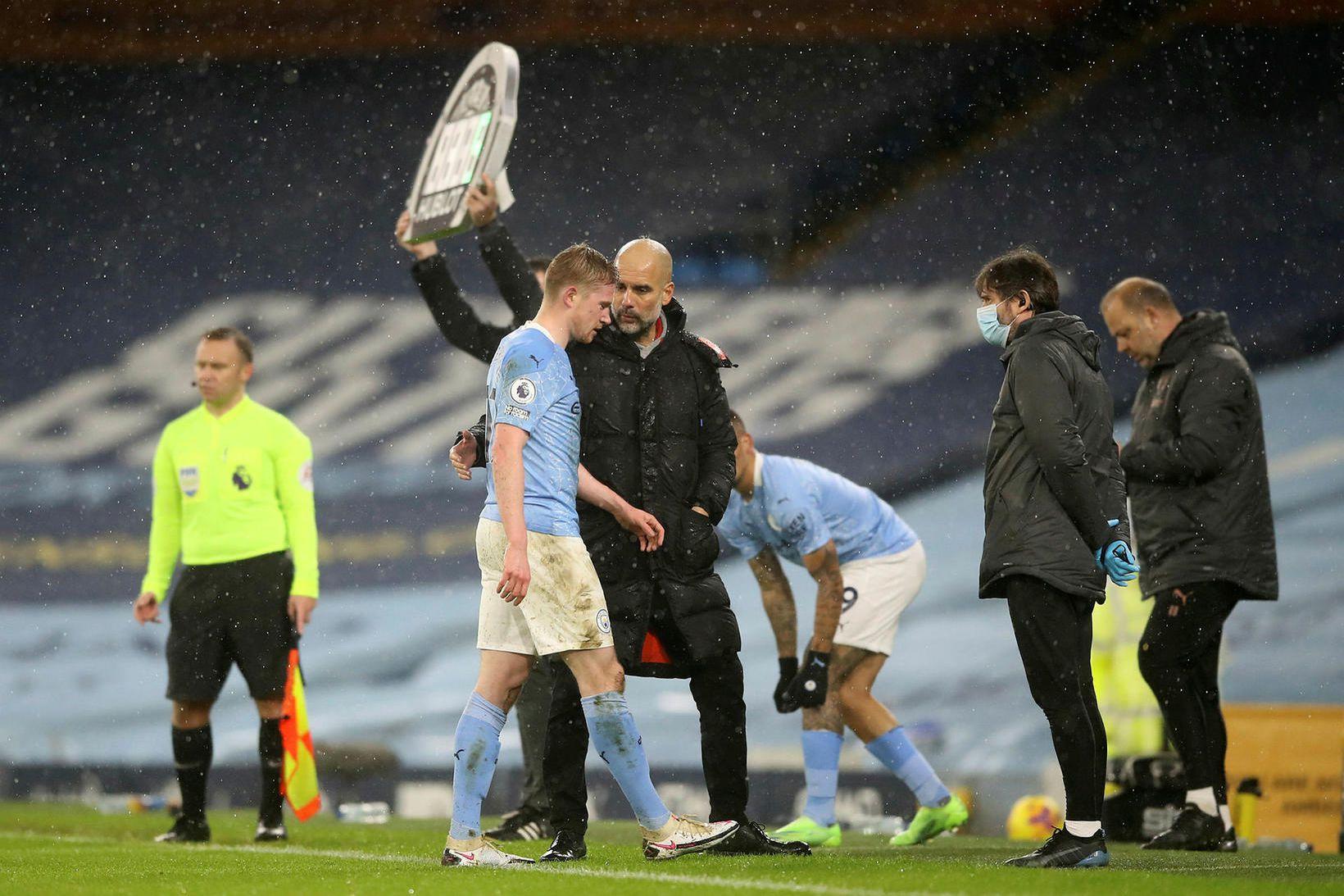 Kevin De Bruyne haltrar af velli gegn Aston Villa í …