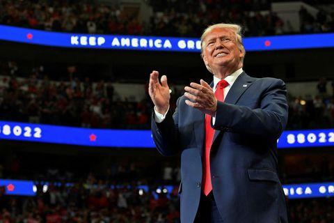 Donald Trump Bandaríkjaforseti ræddi við fjölmiðla um stöðuna á landamærum Sýrlands og Tyrklands fyrir kosningafund ...