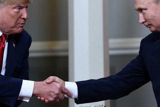 Trump og Pútín takast í hendur í Helsinki í Finnlandi á mánudag.