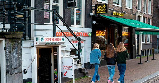 Borgarstjóri Amsterdam vill takmarka aðgengi ferðamanna að kannabiskaffihúsum.