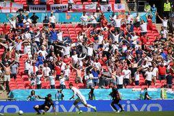 Áhorfendur á Wembley fylgjast með leik Englands og Króatíu sem Englendingar unnu 1:0.
