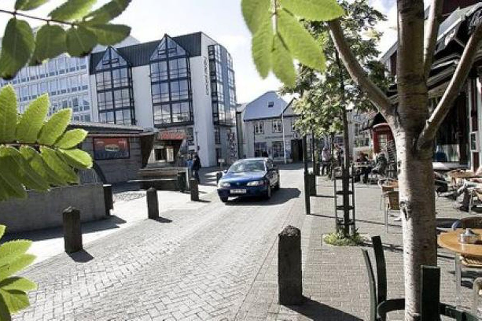Hluti Hafnarstrætis er nú lokaður fyrir bílaumferð.