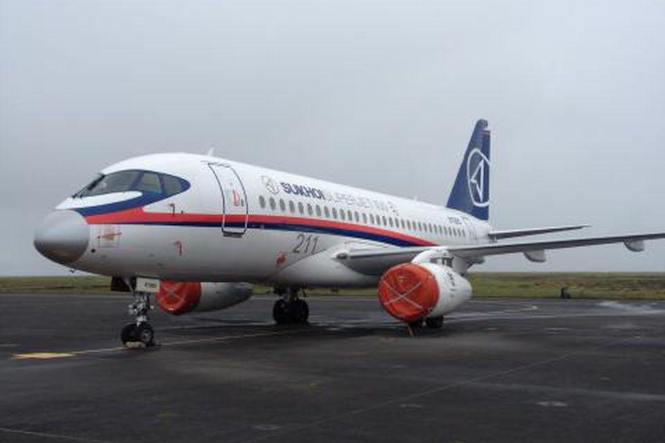 Vélin er af gerðinni Sukhoi SuperJet-100 og hefur verið í æfingaflugi á Keflavíkurflugvelli undanfarna daga.