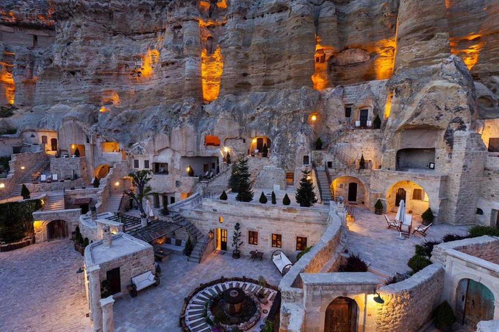 Cappadocia svæðið er meðal annars þekkt fyrir ferðalög um loftina …