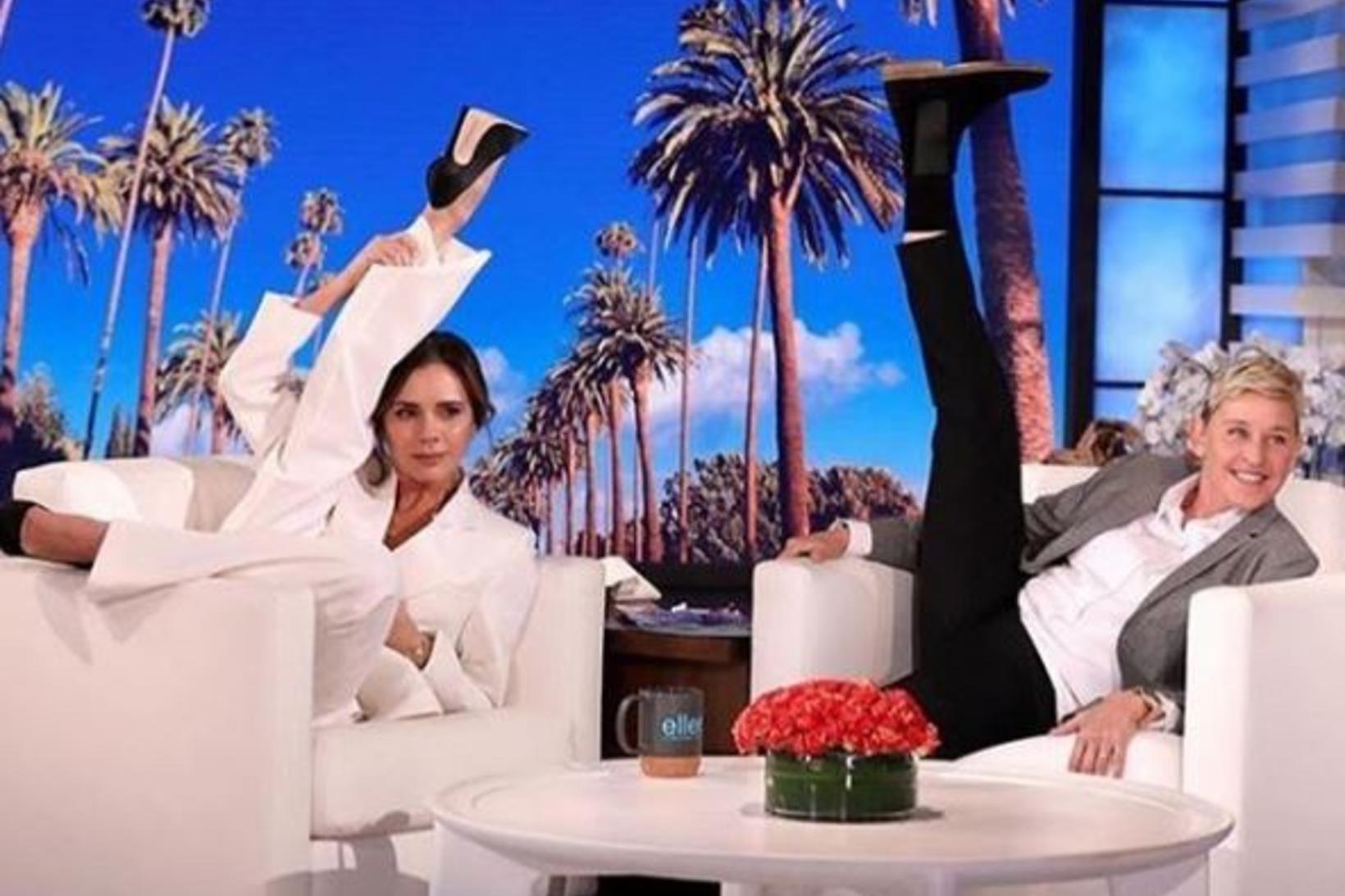 Victoria Beckham og Ellen DeGeneres reka fótinn upp í loftið …