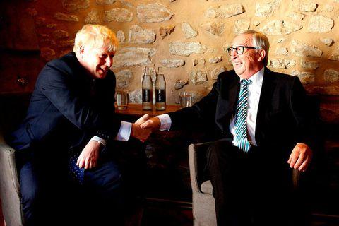 Boris Johnson, forsætisráðherra Bretlands, og Jean-Claude Juncker, fráfarandi forseti framkvæmdastjórnar Evrópusambandsins, á fundinum í dag.