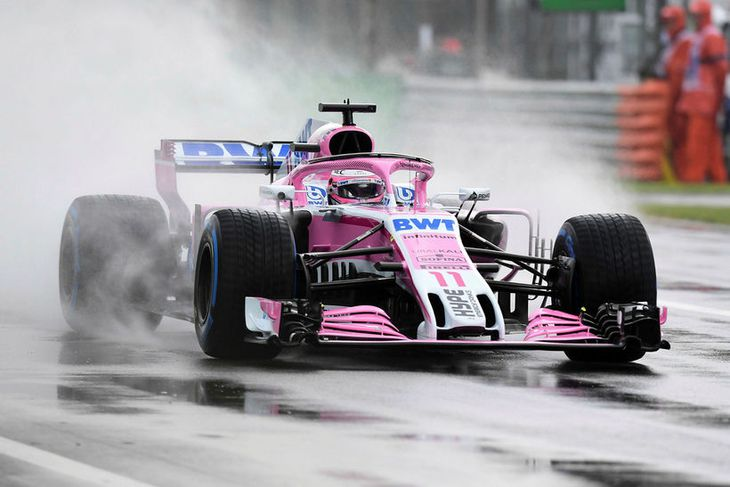 Sergio Perez á blautri Monzabrautinni í morgun.