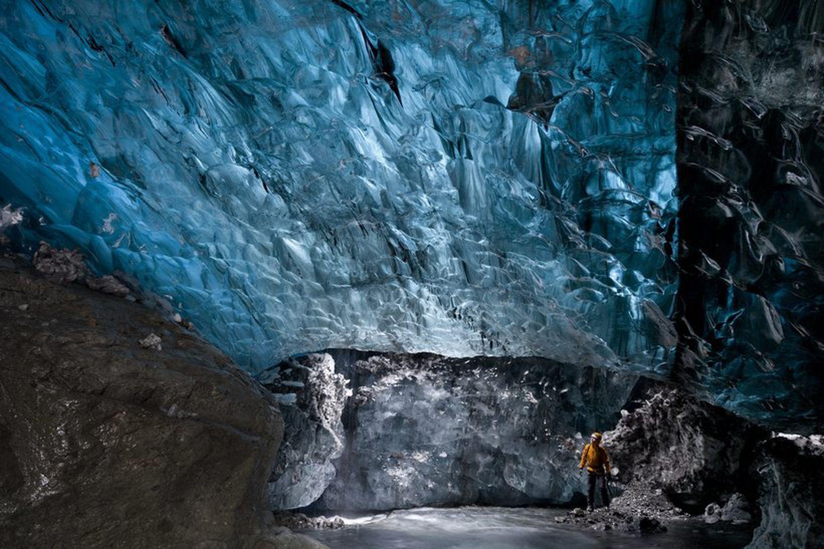 Frá íshelli í Breiðamerkurjökli.