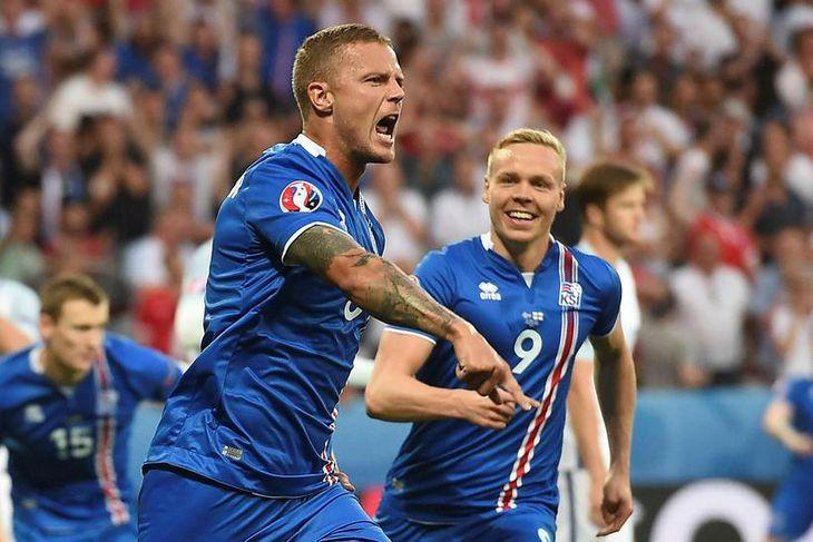 Ragnar Sigurðsson fagnar marki sínu með Kolbeini Sigþórssyni.
