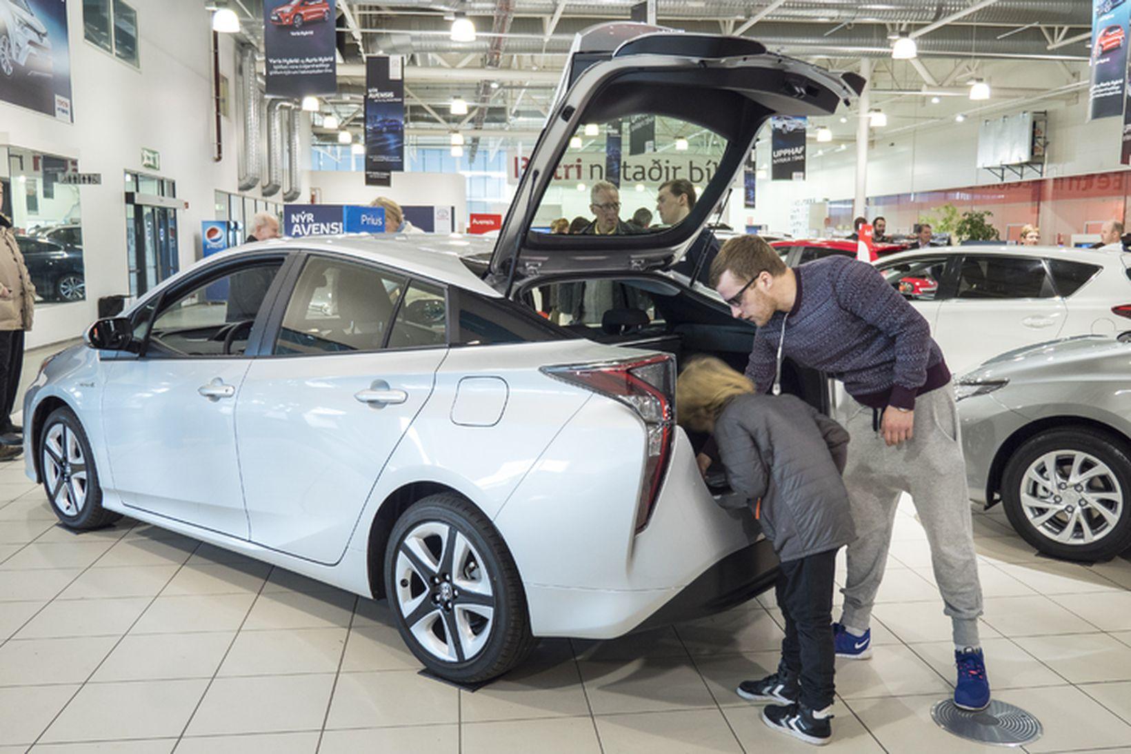 Toyota Prius hefur verið í fararbroddi meðal tvinnbíla frá því …