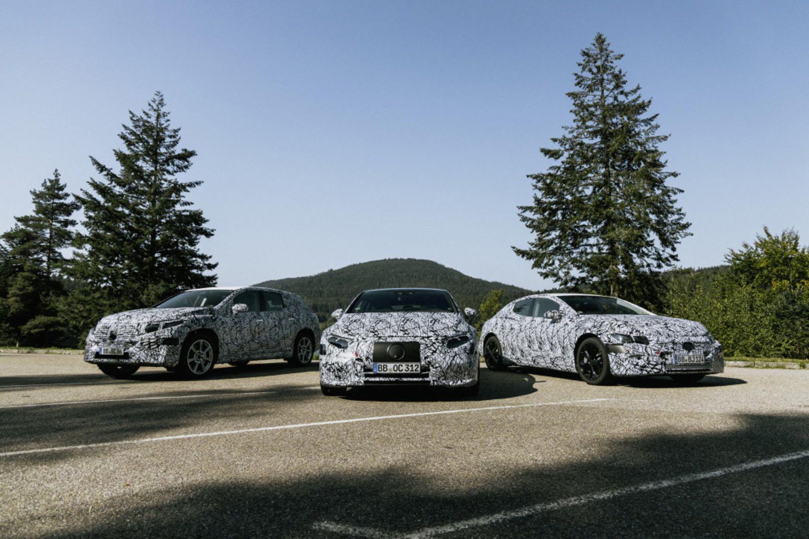 Lúxusrafbíllinn Mercedes-BenzEQS er enn í felulitunum en hann mun koma …
