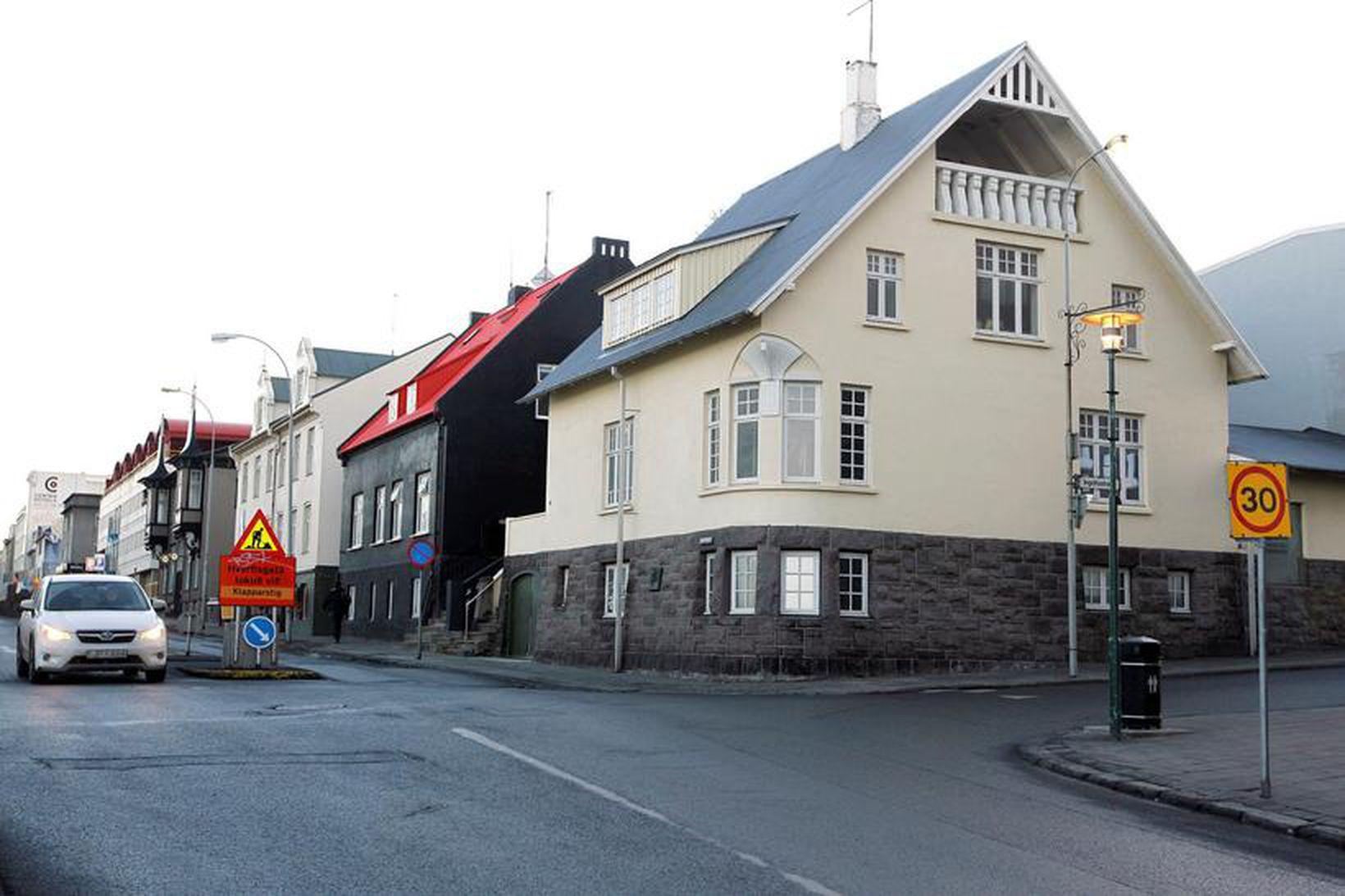 Röntgen bar á horni Hverfisgötu og Ingólfsstrætis.