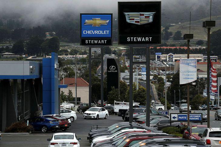 Umboð fyrir eitt af merkjum General Motors, Chevrolet, í Colma í Kaliforníu.