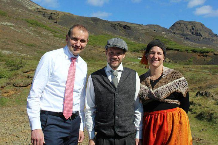 Hjónin Smári Stefánsson og Hallbera Gunnarsdóttir sem reka ferðaþjónustu við Laugarvatnshelli tóku á móti góðum ...