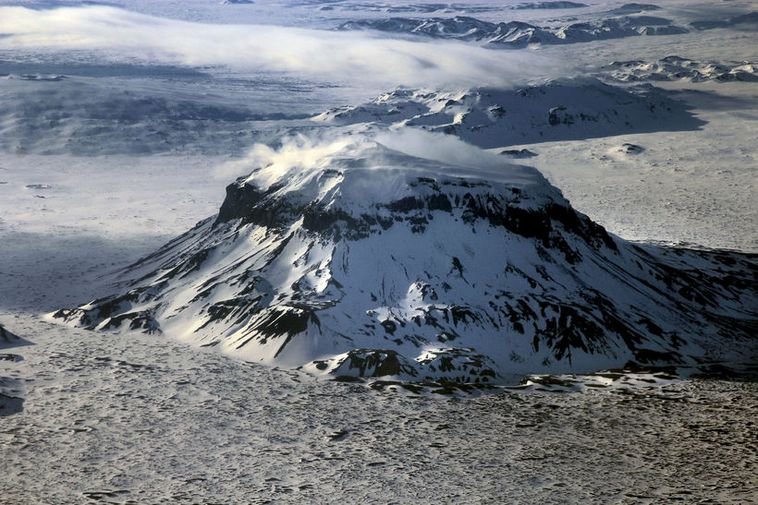 Earthquakes at Mt.Herðubreið are not unusual.
