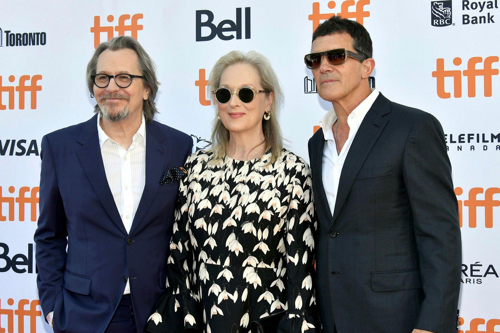 Gary Oldman, Meryl Streep, and Antonio Banderas á frumsýningu The …