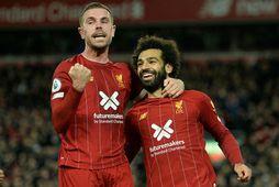 Jordan Henderson og Mohamed Salah, leikmenn Liverpool.