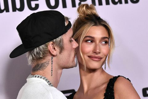Justin Bieber og Hailey Bieber. Fru Bieber kýs notaleg föt á ferðalögum.