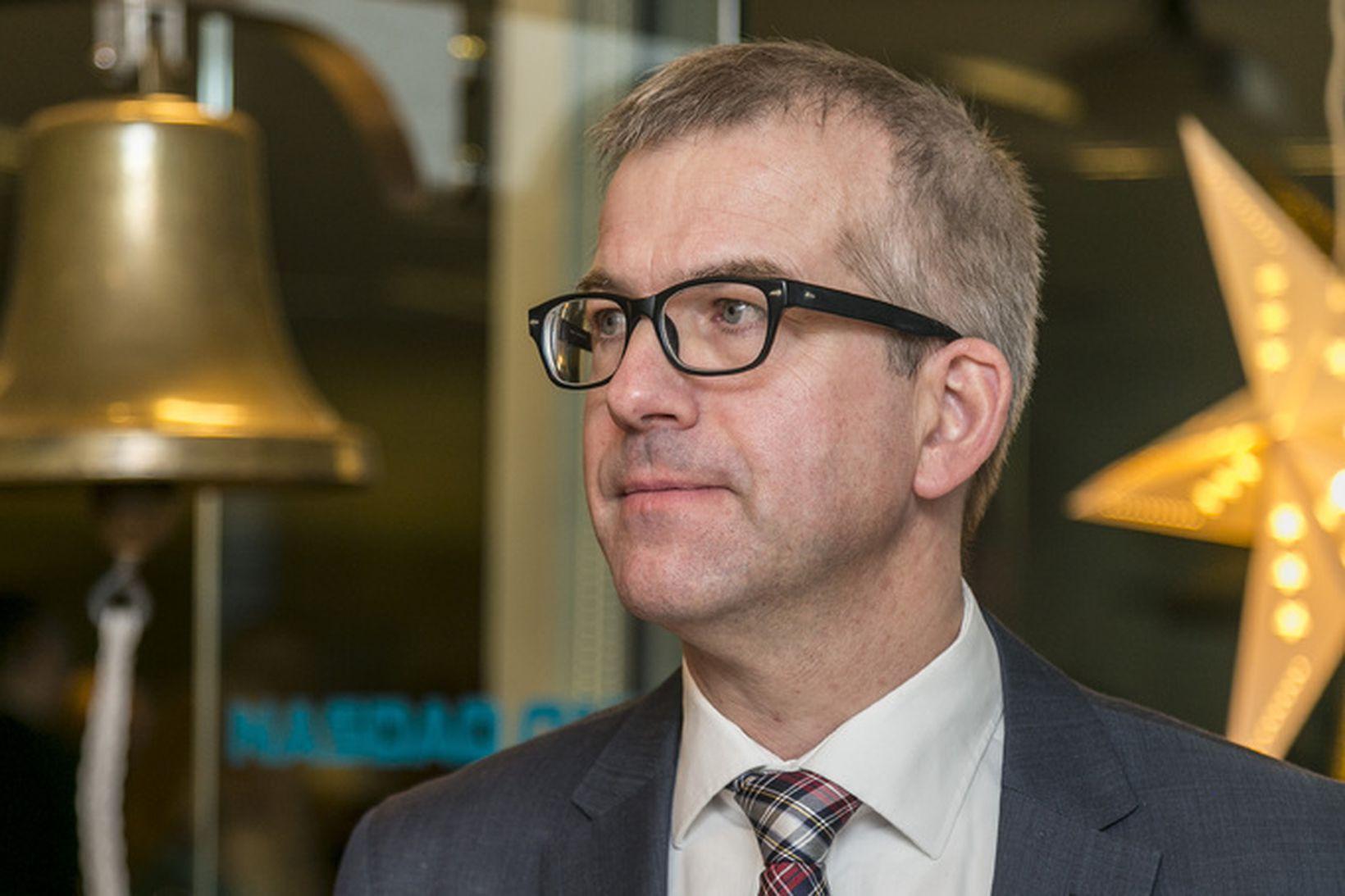 Eggert Benedikt Guðmundsson, er fyrrum forstjóri N1 og HB Granda.