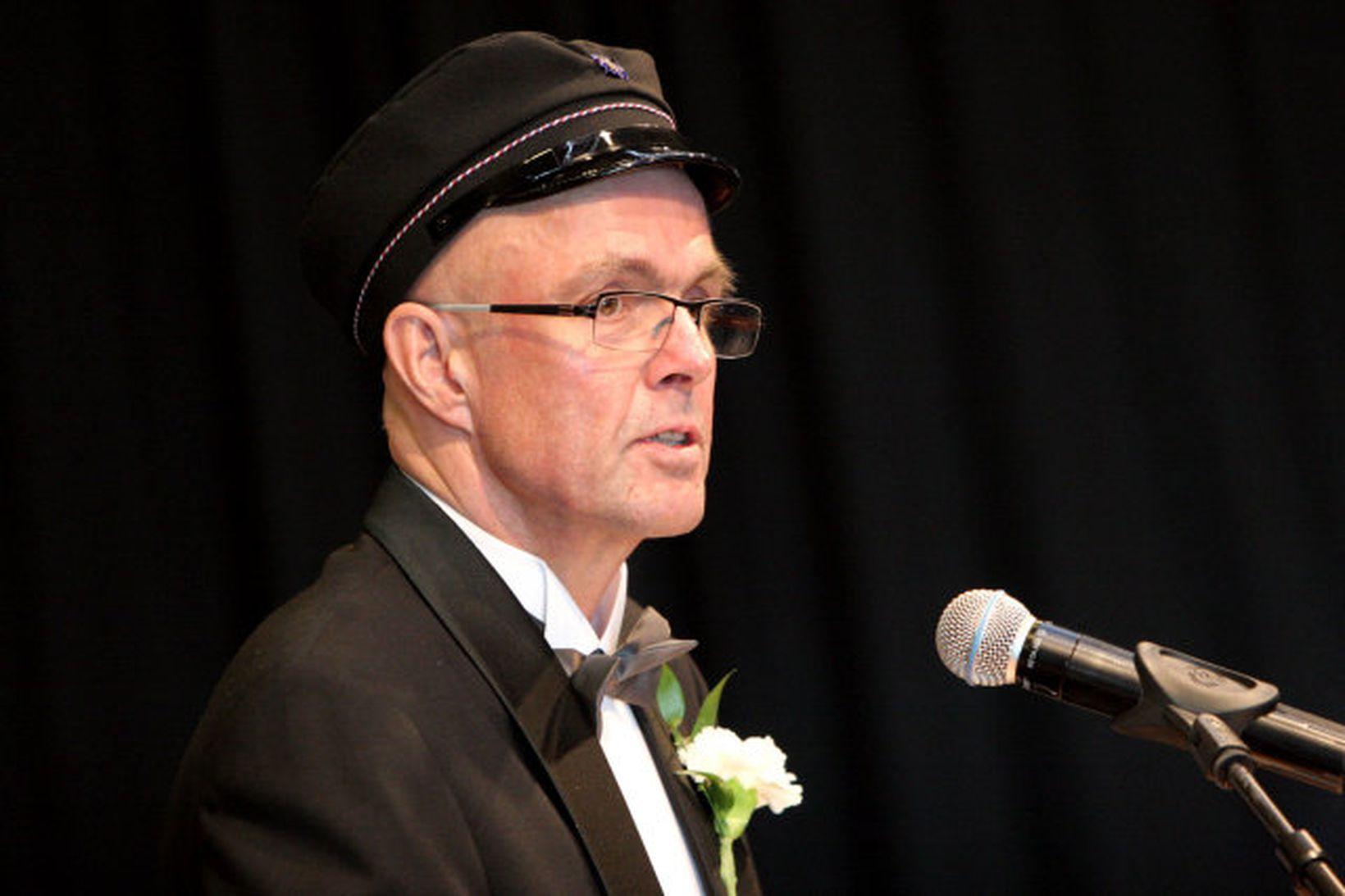 Hjalti Jón Sveinsson skólameistari VMA við brautskráninguna í morgun.