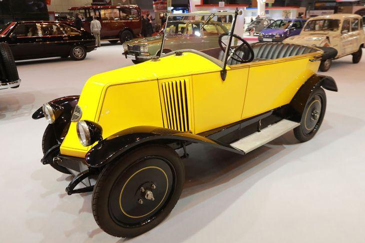 Renault KJ1 cabriolet frá 1923 er meðal magnaðra gripa á sýningunni í París