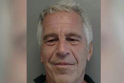 Jeffrey Epstein notaði að sögn lak í fangaklefa sínum til að fremja sjálfsvíg.