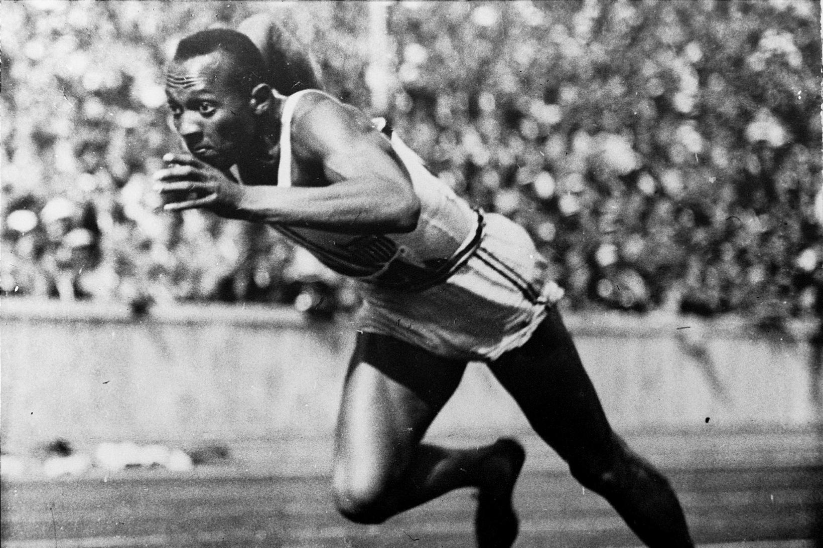 Jesse Owens í 200 metra hlaupinu á Ólympíuleikunum í Berlín.
