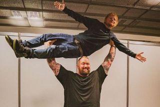 Ed Sheeran birti mynd af uppátæki stjarnanna á Instagram.