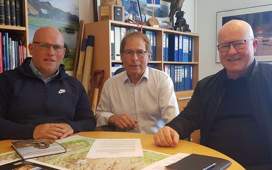 Páll Eysteinn Guðmundsson, framkvæmdarstjóri FÍ, Ólafur Örn Haraldsson, forseti FÍ, ...