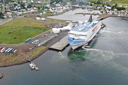 Farþegaferjan Norræna við bryggju á Seyðisfirði.