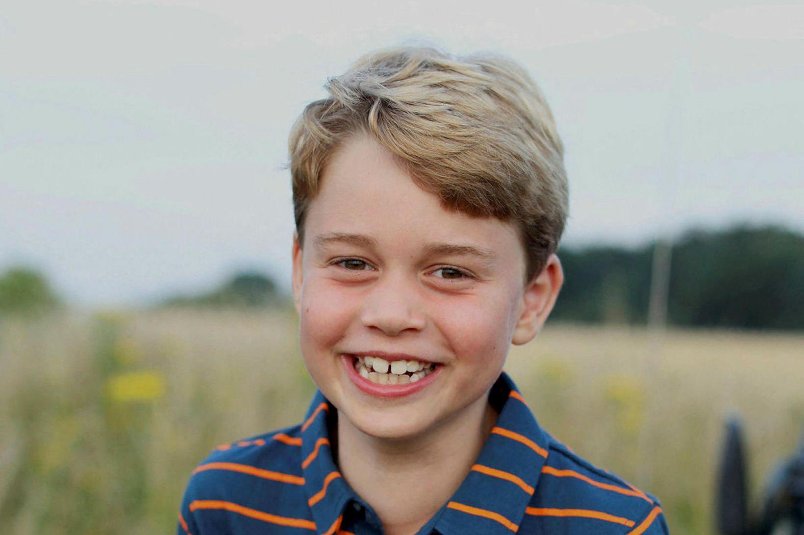 Georg litli prins af Cambridge er 8 ára í dag, …