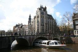 Konan flutti efnin til Íslands frá Amsterdam í Hollandi.