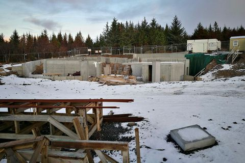 The temple is being constructed in the woodland covered hill of Öskjuhlíð in Reykjavik.