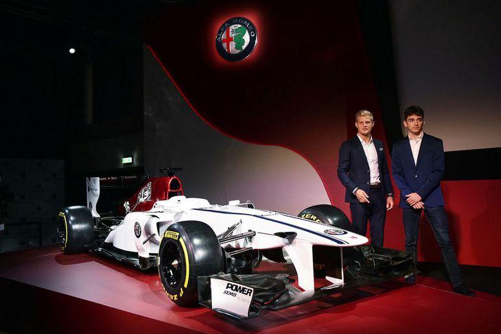 Charles Leclerc (t.h.) og Marcus Ericsson (t.v.) verða ökumenn Alfa Romeo Sauber 2018.