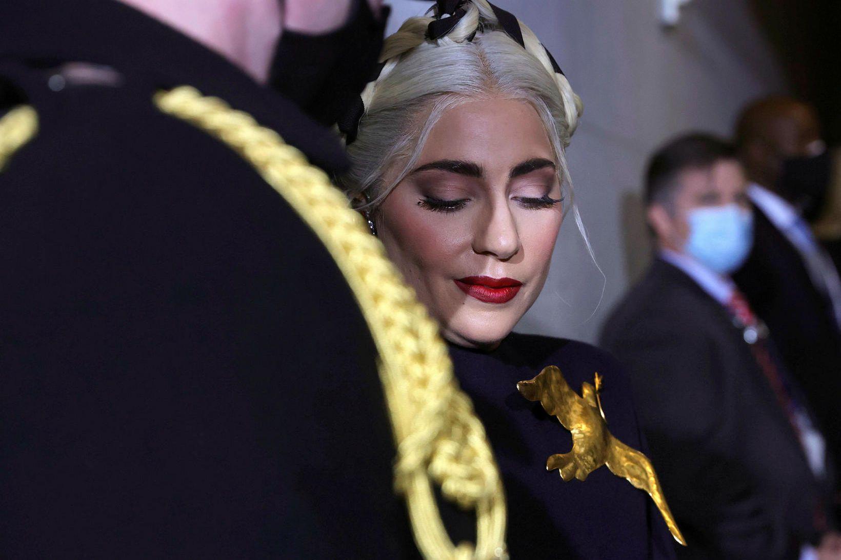 Lady Gaga býður hálfa milljón bandaríkjadala fyrir hundana.