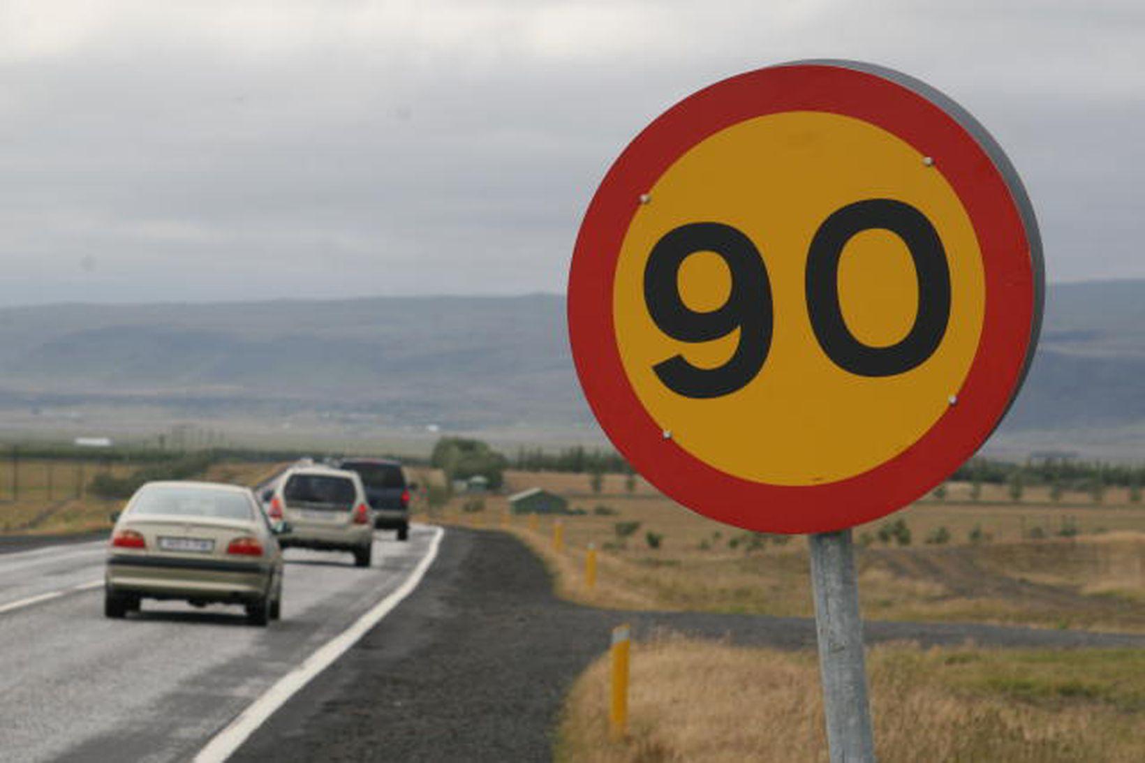 90 km hámarkshraði miðast við bestu mögulegu aðstæður.