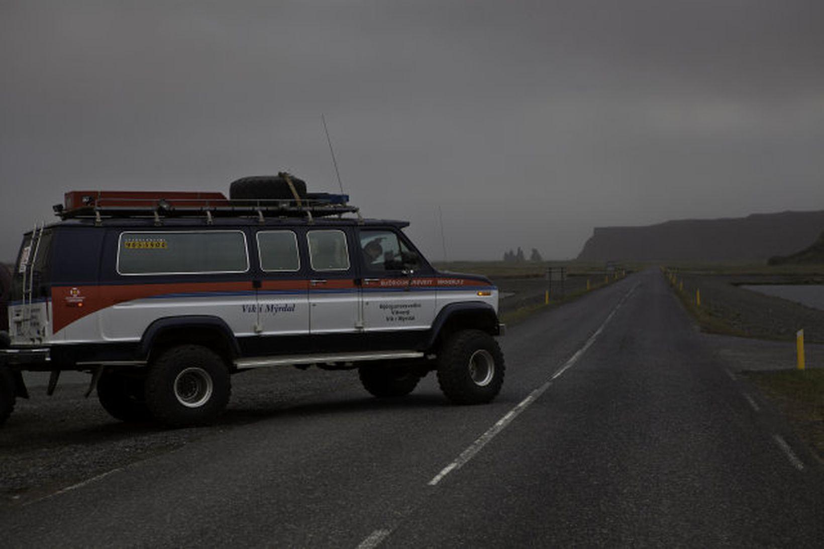 Vegtálmar við Vík í Myrdal vegna eldgossin í Grímsvötnum.