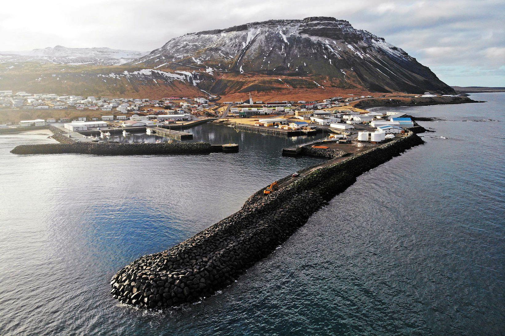 Hafnargarðurinn nýi í Ólafsvík.