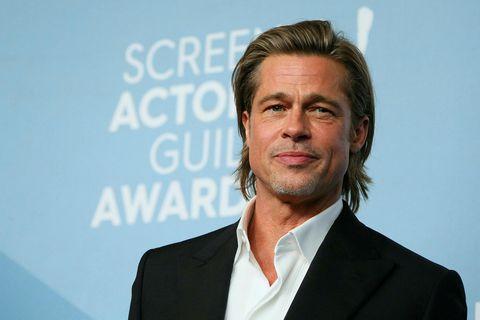 Brad Pitt les ekki fréttir um sig og Jennifer Aniston.