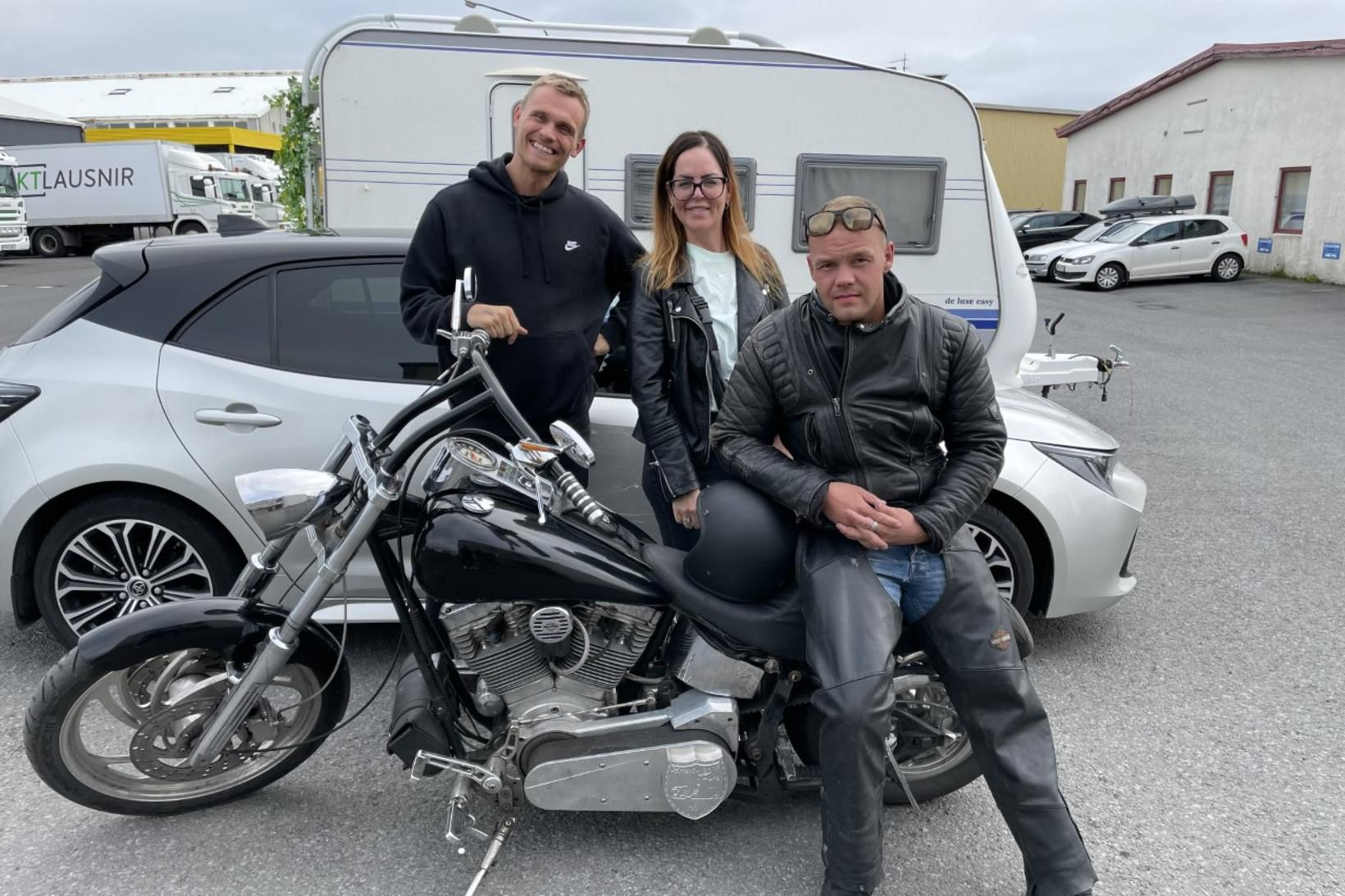 Hlynur Kristinn Rúnarsson og Tinna Guðrún stjórna hlaðvarsþættinum Það er …