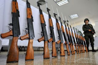 AK 47 rifflar eins og þeir sem Walmart hefur tekið úr sölu.