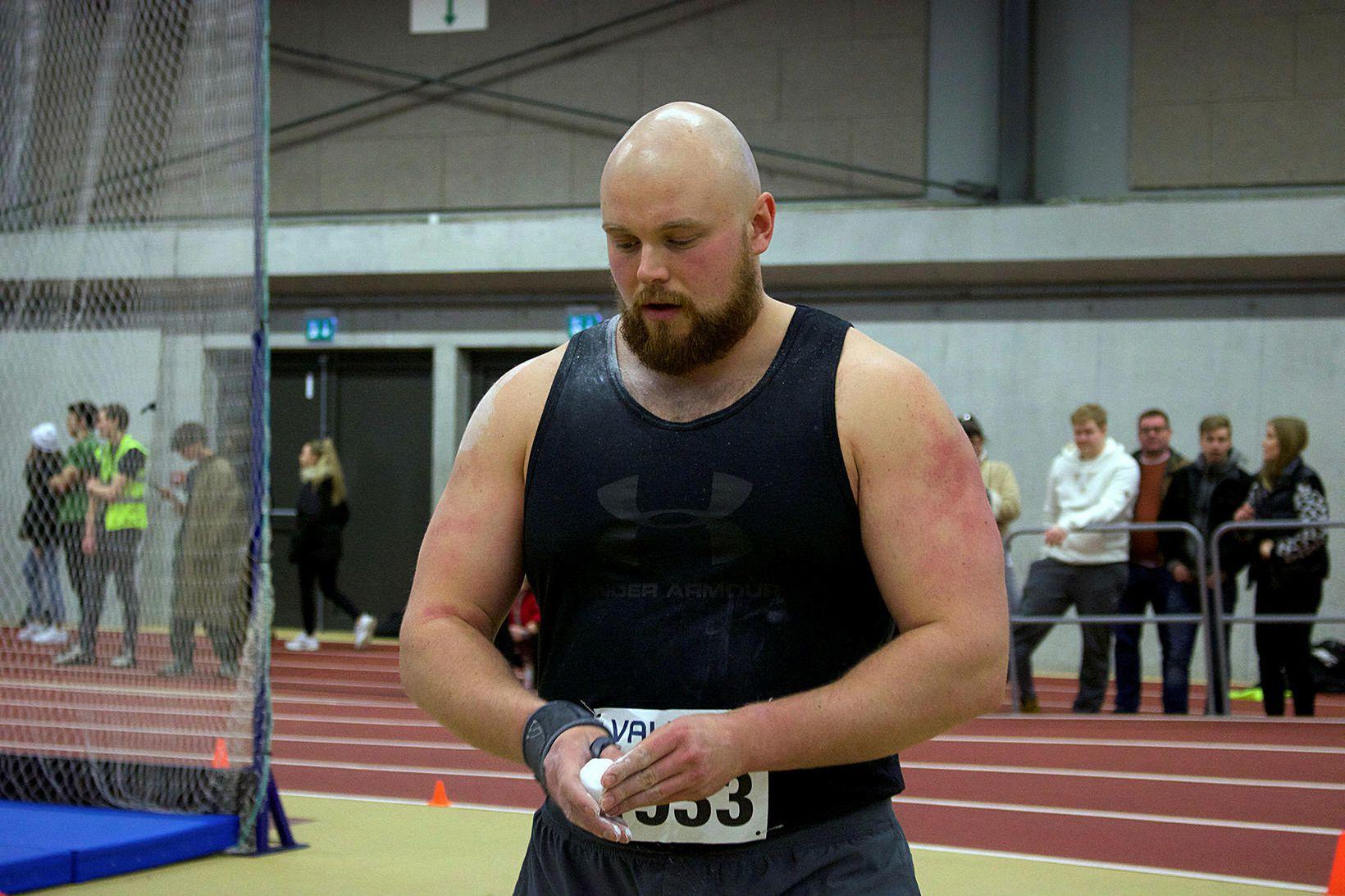 Guðni Valur Guðnason er að standa sig vel í kringlukastinu.